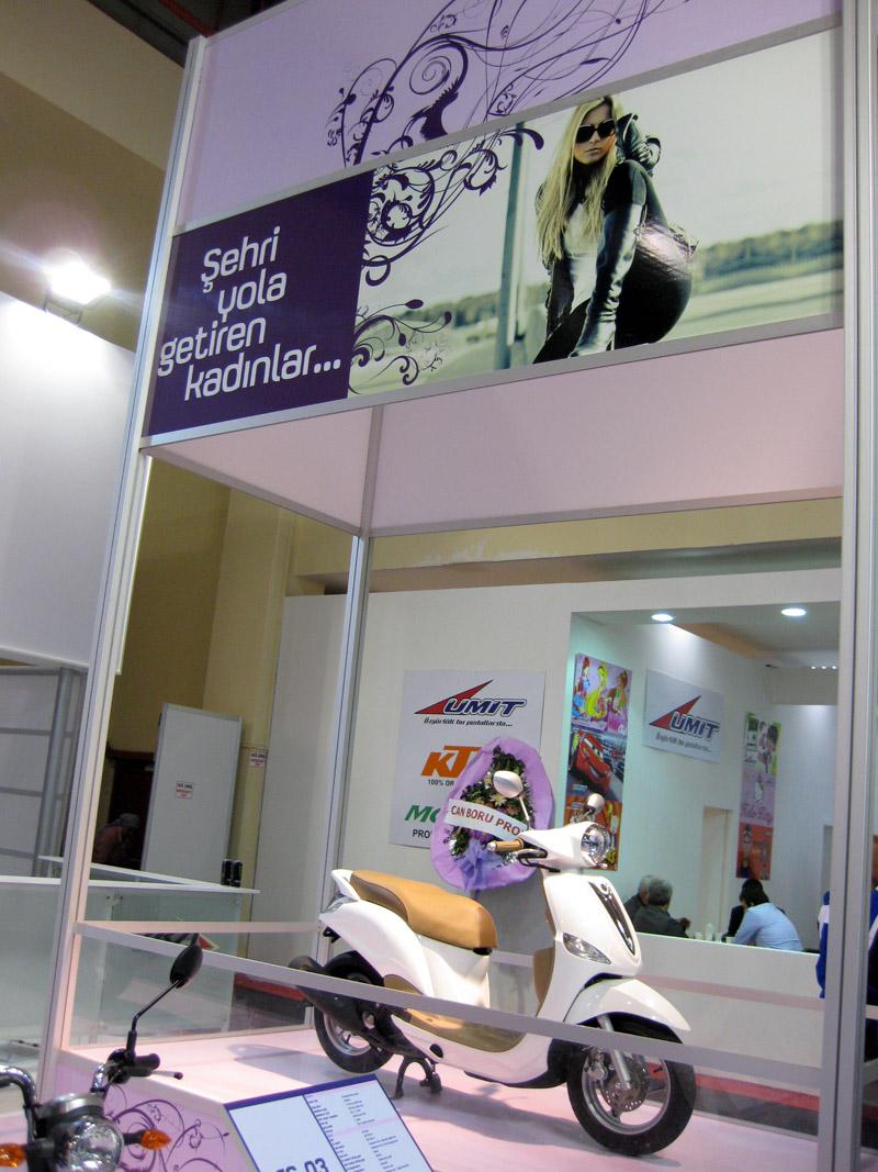 Yamaha'nın bayanları motosiklet kullanımına teşvik eden standı