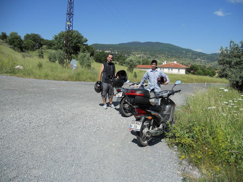 motosikletle hatıra fotoğrafı