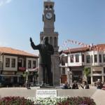 Saat Kulesi ve Mehmet Akif Heykeli