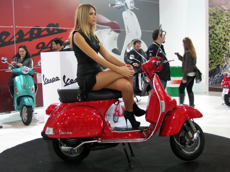 2013 Motosiklet Fuarı Kırmızı Vespa Scooter
