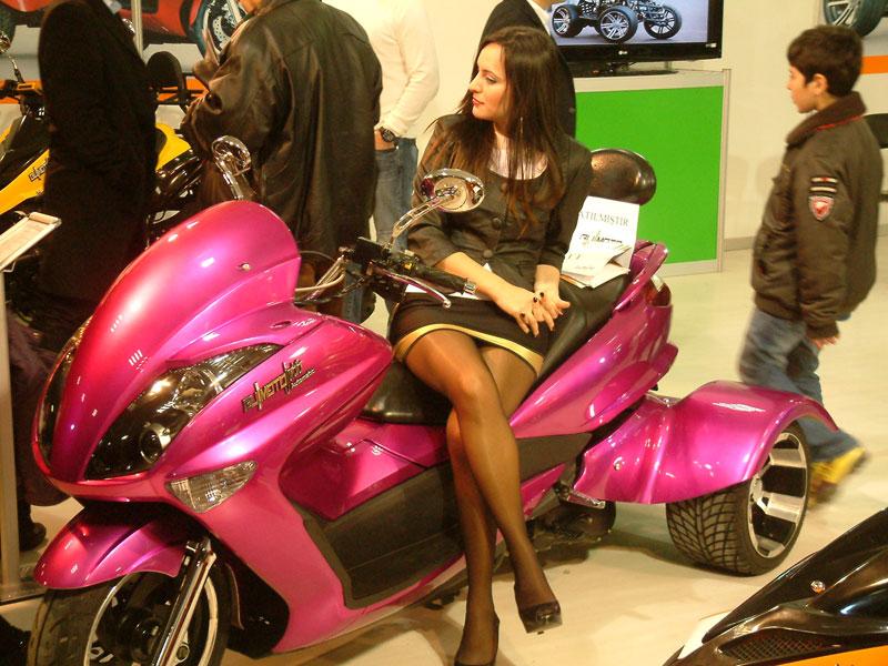 motosiklet fuarı mankenleri